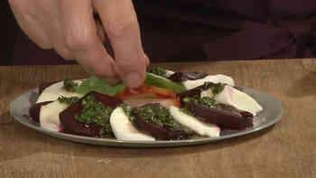 Mmmh, Caprese-Salat schmeckt nach Sonne! Auch im Winter und mit Randen